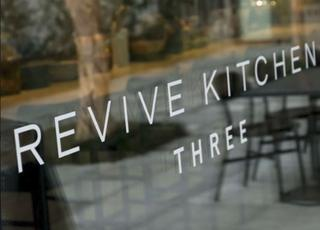 REVIVE KITCHEN THREE 青山店