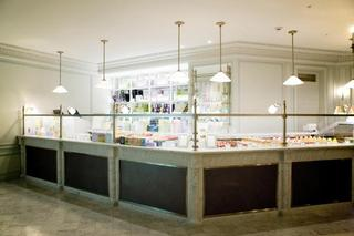 LADUREE Salon de the 銀座三越店